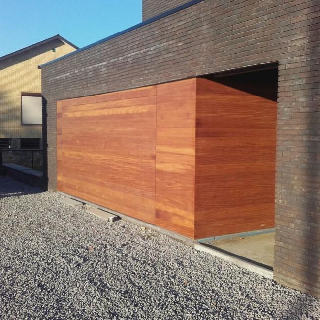 hout gevelbekleding met sectionaalpoort planchette horizontaal
